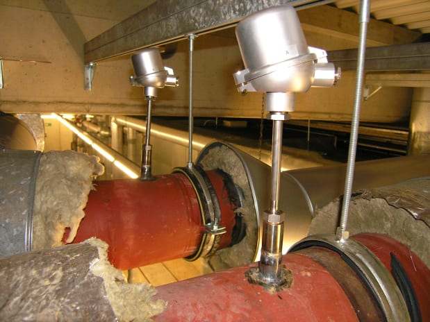 Measuring the temperature in steam pipelines in a chemical plant