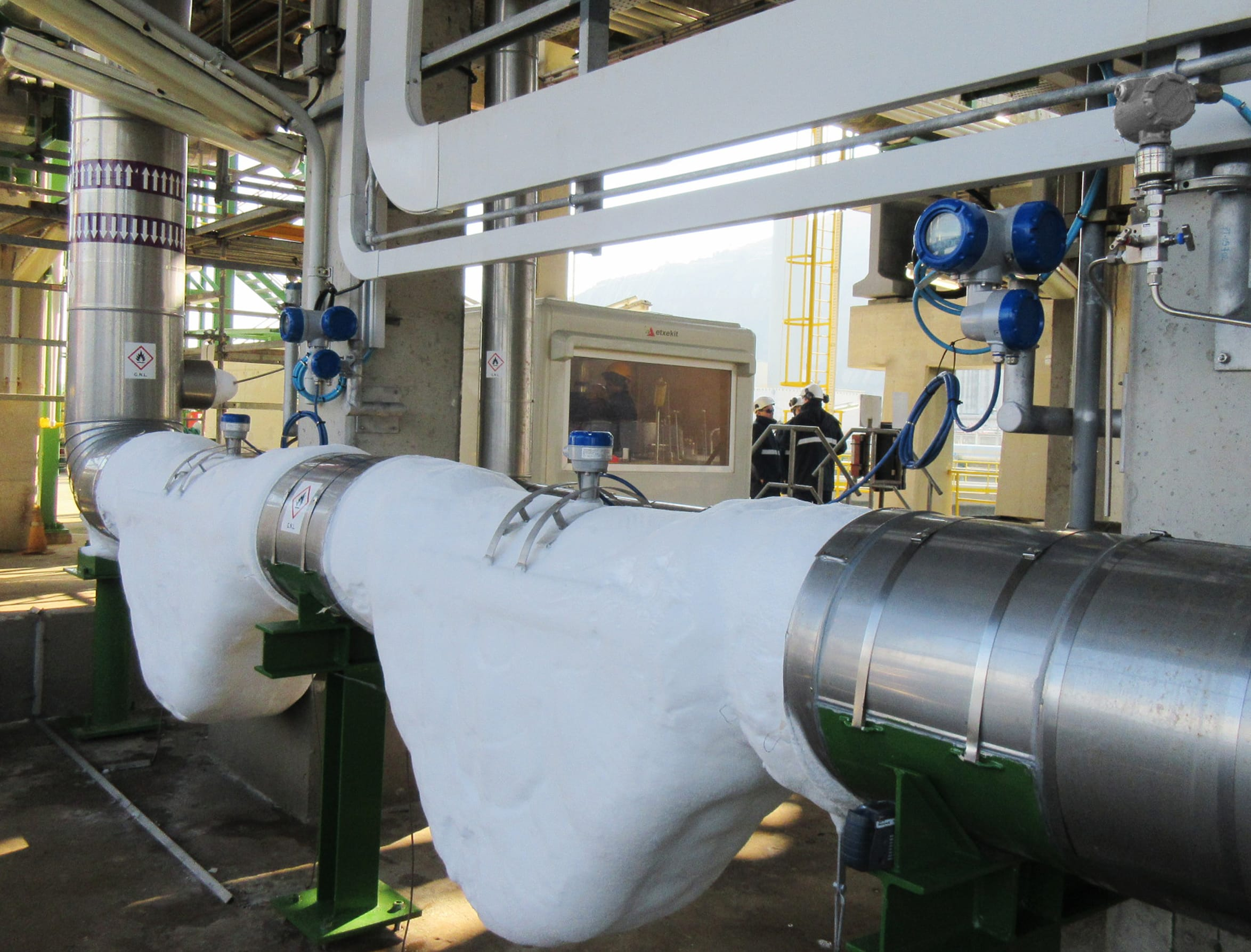 Custody transfer metering system for LNG in a up and offloading process
